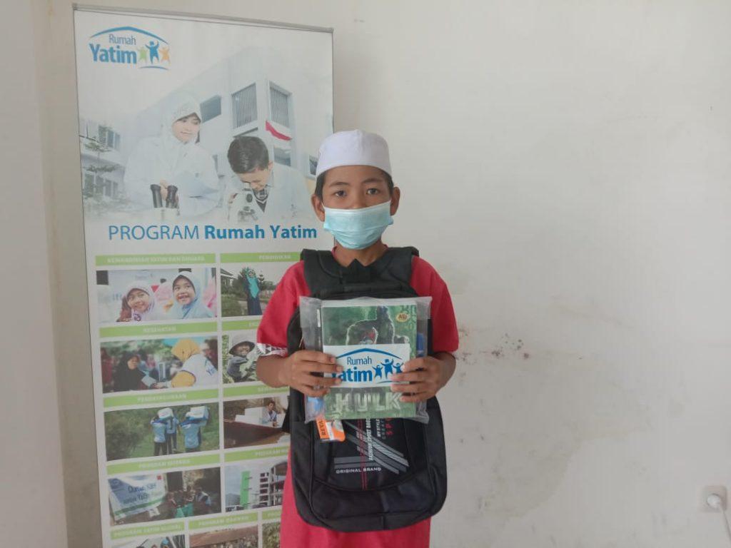 Rumah Yatim Distribusikan Bantuan Pendidikan
