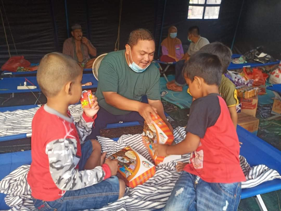 Bersama Anak anak H Mutamir Berbagi