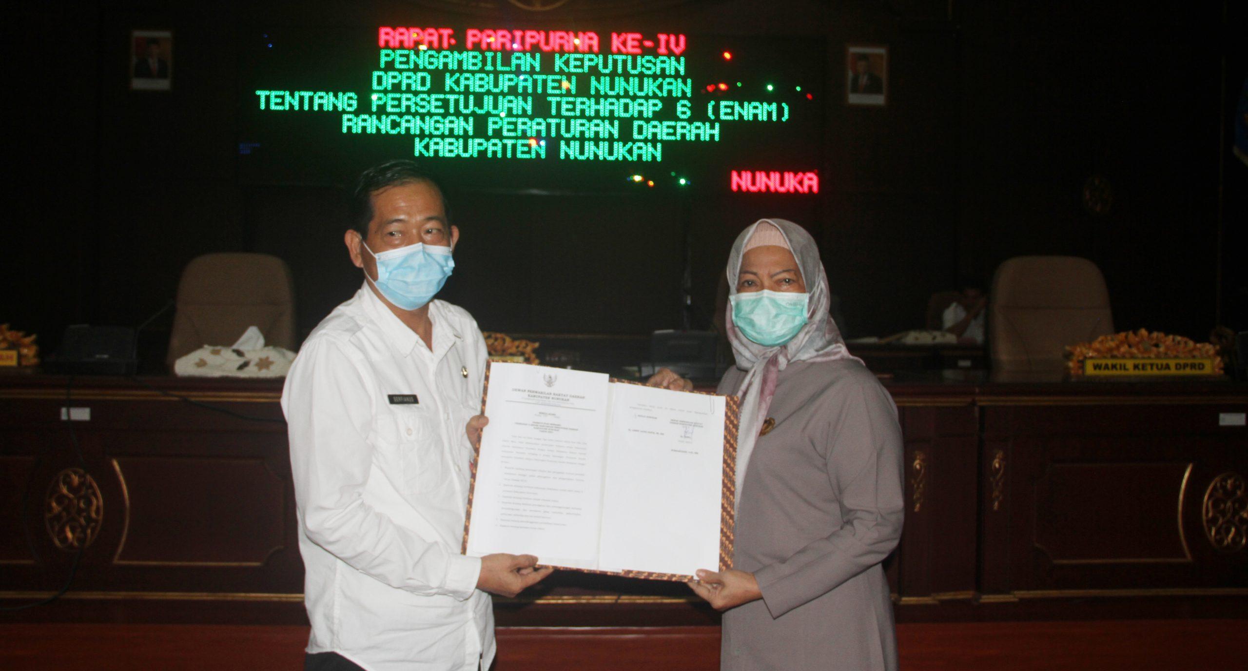 Penandatanganan persetujuan bersama terhadap enam Rancangan Peraturan Daerah ditetapkan menjadi Peraturan Daerah Kabupaten Nunukan